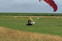 Ein besonderes Schauspiel, Landung direkt auf dem Platz